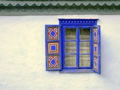 Traditional Romanian House by robokow Folk Art Flowers, Flower Art, European Windows, Red Bench, The Beautiful Country, Traditional House, Art Lessons, Pattern Design, Interior Decorating