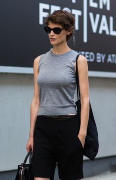 Fashion: trends, outfit ideas, what to wear, fashion news and runway looks Short Dark Hair, Weather Wear, Androgynous Fashion, Spring Summer Fashion, Fashion News, What To Wear, Cool Hairstyles, Short Hair Styles, Summer Outfits