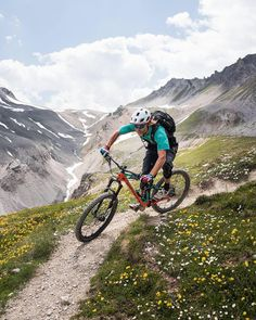 Freezing cold these days. Are you also dreaming of the first summer day? Thanks to and for this nice shot. All Mountain Bike, First Day Of Summer, Bike Photo, Sports Photos, Road Bikes, Road Cycling, Extreme Sports, Bike Life, The Great Outdoors