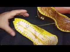 CÓMO TEJER TU PLANTILLA ALA SUELA SIN PEGAMENTO - YouTube Crochet Boots, Crochet Videos, Sock Shoes, Crochet Patterns, Oxford Shoes, Dress Shoes, Slippers, Beaded Bracelets, Free