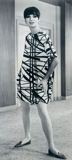 Abstract silk dress by Rudy Gernreich Sixties Fashion, Mod Fashion, Fashion Prints, Fashion Art, Fashion Design, Vintage Outfits, Mod Girl, 20th Century Fashion, Vintage Fashion Photography