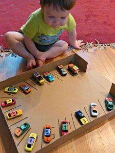 Basteln mit Kindern karton pappe auto park