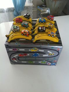 Traktatie JayJenoah 4 jaar! Bananenrace!! Kids Birthday Treats, Birthday Diy, School Treats, School Snacks, Fete Ideas, Hot Wheels Party, Little Presents, Party Treats, Kid Friendly Meals