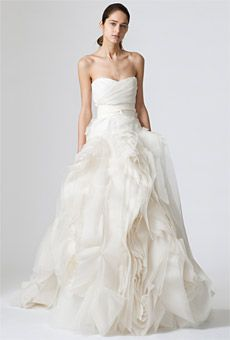 Vera Wang 2010 - Diana, long strapless dress in organza and silk with sweetheart neckline