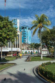 Plaza de Armas in Iquitos, Peru | heneedsfood.com