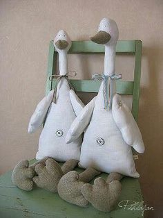 Amazing Home Sewing Crafts Ideas. Incredible Home Sewing Crafts Ideas. Sewing Toys, Sewing Crafts, Sewing Projects, Craft Projects, Easter Crafts, Fun Crafts, Diy And Crafts, Fabric Animals, Fabric Birds