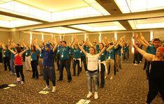 Flash Mob - Creativando - Actividad de Team Building de Exteriores.  #TeamBuilding #Actividad #FlashMob #Eventos #Creativando Team Building, Basketball Court, Flash, Musica, Teamwork, Leadership, Activities, Events
