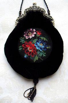 Beaded purses by Olga Orlova. Velvet And Flowers Purse. Beaded Purses, Beaded Bags, Beaded Jewelry, Handmade Jewelry, Hand Embroidery Patterns Flowers, Embroidery Bags, Beaded Embroidery, Vintage Clutch, Vintage Purses