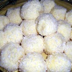 Raffaello (tejpor nélkül) Recept képpel -   Mindmegette.hu - Receptek*** Sweet Desserts, Sweet Recipes, Clean Eating Sweets, Cookie Recipes, Dessert Recipes, Hungarian Recipes, Small Cake, Healthy Cookies, Almond Recipes