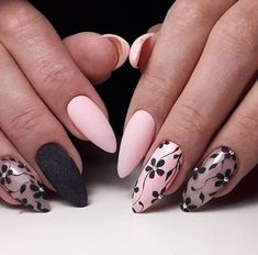 The advantage of the gel is that it allows you to enjoy your French manicure for a long time. There are four different ways to make a French manicure on gel nails. Flower Nail Designs, Simple Nail Designs, Nail Art Designs, Cute Nails, Pretty Nails, Pink Nails, My Nails, Nagellack Design, Trim Nails