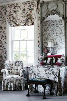 Recently via Pinterest I stumbled upon this delightful Georgian-style home located in The Southern Highlands of New South Wales, Australia.  Homeowners Janie and Peter Marshall formerly ran a decor…
