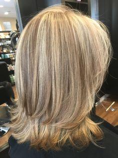Love the layers - Modern Medium Layered Hair, Medium Hair Cuts, Medium Hair Styles, Curly Hair Styles, Zottiger Bob, Wavey Hair, Haircuts For Fine Hair, Hair Color And Cut, Great Hair