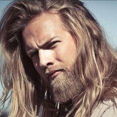 Lasse Matberg, l'ufficiale-sexy-vichingo re di cuori su Instagram Norwegian Men, Raining Men, Perfect Man, Vikings, Crushes, That Look, Long Hair Styles, Instagram Posts, People