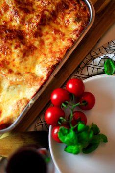 Rezept für eine vegane Lasagne a la Casa.  Mit Sojagranulat als Fleischersatz und viel leckerem Gemüße.  Schmeckt wie das Original. Lasagna, Lifestyle Blog, Ethnic Recipes, Food, Almond Milk, Souffle Dish, Vegan Butter, Tofu Recipes, Meals