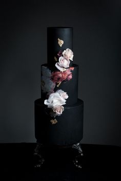 Floral Wedding Cakes Dark Wedding Cakes - Looking for unique wedding cakes? A black wedding cake adds a goth-inspired edge to traditional dessert. Check out 22 stunning variations on this trend. Black And White Wedding Cake, Black Wedding Cakes, Unique Wedding Cakes, Wedding Cake Designs, Black Party, Wedding Trends, Trendy Wedding, Floral Wedding, Fall Wedding