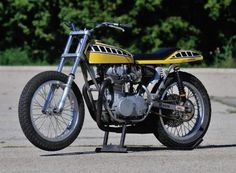 Deus Ex Machina have produced some of the coolest modern day flat trackers currently on the road and this W650 is no exception...classic flat tracker...