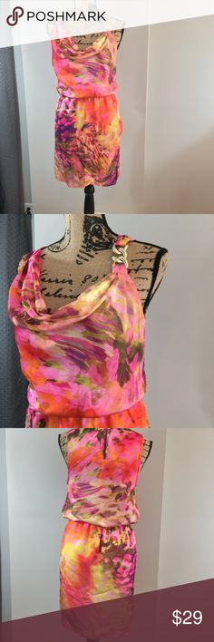 Jennifer Lopez Spring Summer Dress perfect Conditi Jennifer Lopez Spring Summer Dress perfect Condition, great choice for upcoming holidays, brunch, showers and date night;  size medium see pics for measurements Jennifer Lopez Dresses Mini
