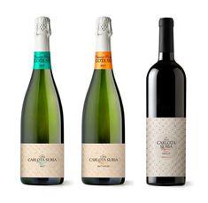 Hoy os mostramos el conjunto de etiquetas que hemos diseñado para la familia de vinos y cavas Carlota Suria Organic de Pago de Tharsys. ¡Esperamos que os guste! #CarlotaSuria #diseñográfico #graphicdesign #etiquetas #vino #cava #wine #labels #eco #organic