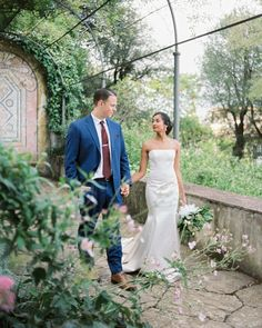 449 отметок «Нравится», 4 комментариев — WEDDING PHOTOGRAPHERS IN ITALY (@kirandiraphotography) в Instagram: «Florence wedding of Hira and Sean #florencewedding» Florence, One Shoulder Wedding Dress, Wedding Dresses, Fashion, Bride Dresses, Moda, Bridal Gowns, Fashion Styles, Weeding Dresses