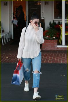 kendall kylie jenner share holiday gift guides 02