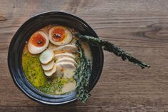 Restaurantanmeldelse av Hrímnir: På ramen alvor - Godt.no Kombucha, Kimchi, Ramen, Eggs, Restaurant, Breakfast, Food, Noodle Soup, Morning Coffee