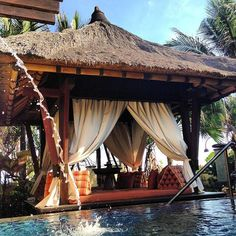 Bali Hut Bali Garden, Garden Yard Ideas, Tropical Backyard, Backyard Landscaping, Privacy Screen Outdoor, Privacy Screens, Outdoor Daybed, Outdoor Decor, Bali Huts