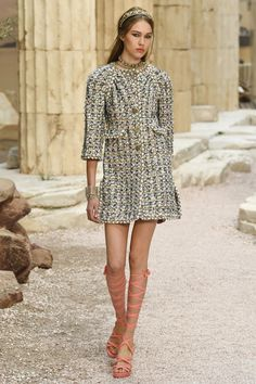 Chanel - Chanel Dresses - Trending Chanel Dress for sales - Chanel Fashion 2018, Runway Fashion, High Fashion, Fashion Outfits, Womens Fashion, Fashion Tips, Fashion Design, Haute Couture Style, Couture Details