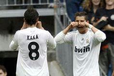 Kaka and Ronaldo this is so funny Real Mardid, Ricardo Kaka, Real Madrid Football Club, I Love The World, Soccer Memes, Cristiano Ronaldo 7, 1d And 5sos, Soccer Players, How To Look Better