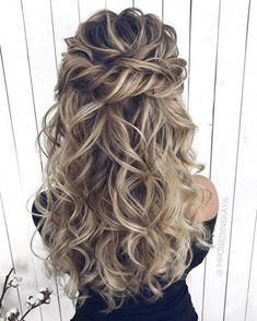 26 schicke und elegante Hochzeit Frisuren Ideen für Braut 2019 … – Wedding Hairstyles, You can collect images you discovered organize them, add your own ideas to your collections and share with other people. Wedding Hair Down, Wedding Hairstyles For Long Hair, Wedding Hair And Makeup, Cute Hairstyles, Hairstyle Ideas, Half Up Half Down Wedding Hair, Hairstyle Wedding, Elegant Hairstyles, Hair Styles For Wedding