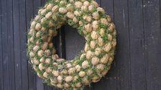 Ořechy+na+mechu+Přírodní+věnec-skořápky+ořechů+na+slámovém+základu++mech+.Velikost+cca42cm+Certifikovaný+výrobek+Pravé+Valašské Burlap Wreath, Christmas Wreaths, Holiday Decor, Flowers, Burlap Garland