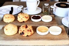 Quiet afternoons are meant for scones and tea. It is such an elegant combination and we can do with a good set anytime. You need not be English to love scon Lunch To Go, Taipei, Afternoon Tea, Scones, A Food, English, Good Things, Elegant, Eat