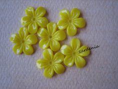 6PCS  Mini Violet Flower Cabochons  11mm  Resin  by ZARDENIA, $1.80
