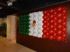 Bandera Mexicana con Globos Mexican Birthday Parties, Mexican Fiesta Party, Fiesta Theme Party, First Birthday Parties, Party Themes, Party Ideas, Mexican Party Decorations, Balloon Decorations Party, Mexico Party
