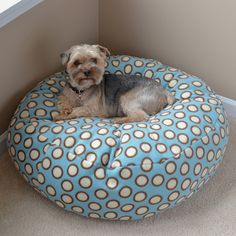 Fleece Dog Bed Tutorial - Make a cozy fleece bed for your pets with a little time, fleece material and stuffing.