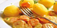 Dušená mrkev : mrkev nakrájíme, cibuli a česnek osmažíme na másle, přidáme mrkev, zalijeme vodou, dusíme do měkka. Zahustíme hladkou moukou, přidáme sůl a pepř.