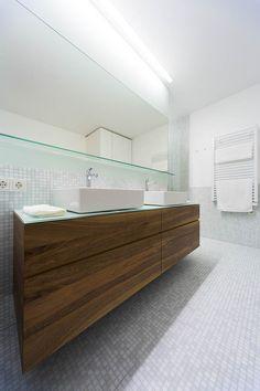 Projekte - Radaschitz Designtischlerei Bathroom Lighting, Designer, Bathtub, Mirror, Furniture, Home Decor, Carpentry, Full Bath, Products