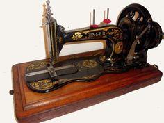 Working Vintage Sewing Machine.