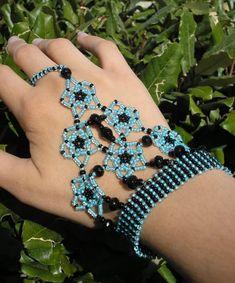 Slave Bracelets in seed beads craftgrrl.livejou… Slave Bracelets in seed beads craftgrrl. Hand Jewelry, Seed Bead Jewelry, Seed Beads, Handmade Jewelry, Jewellery, Slave Bracelet, Hand Bracelet, Beaded Jewelry Patterns, Bracelet Patterns