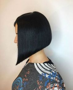 Bobs, Pixies, Disconnection: Precision Hair Cuts Plus Head Sheets Modern Bob Hairstyles, Trendy Haircuts, Hairstyles Haircuts, Disconnected Haircut, Short Hair Styles, Natural Hair Styles, Hair Cutter, Best Bobs, Inverted Bob