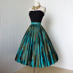 fabulous MAYA DE MEXICO original hand-painted cotton pin-up full circle skirt wit style dress. Black and blue. My Style. Vestidos Vintage, Vintage Dresses, Vintage Outfits, Vintage Fashion, Vintage Skirt, Vintage Clothing, Vintage Couture, Pretty Outfits, Pretty Dresses