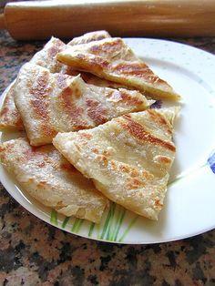 33. Tarif: Alev Yağlı ekmek yada katmer Malzemeler 1kg un (açmak için bir miktar un daha, beyaz unum bittiği için tam buğday unu ile açtım ben) 3-4 su bardağı kadar su Bir miktar tuz Aralara sürm…