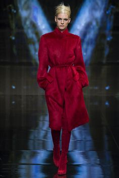 Love this Red, love this look Donna Karan ready-to-wear Fall/Winter 2014-2015|26