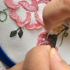 Uzun bir aradan sonra herkese merhaba #yenidesen#embroidery#handmade#havlu#elişi#elnakışı#nakış#birezilyanakışı#emek#çeyiz#ceyizhazirligi