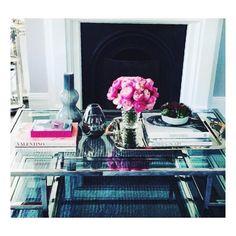 PERFECT SETTING    Decorative vases and art books... https://instagram.com/p/8XF-B0J8YV #InteriorDesign #Luxury #Modern #Design