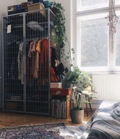 room decor diy Zimmereinrichtung Improvised wardrobe with gray metal cage inside a room for girls Aesthetic Bedroom, Deco Design, Home And Deco, Dream Rooms, New Room, House Rooms, Dorm Room, Bedroom Decor, Cozy Bedroom