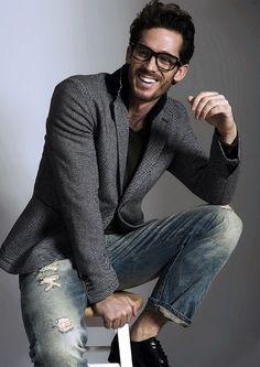 Casual jeans + blazer + tee