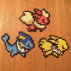 Súper lindo Pokemon Eeveelutions, hecho a mano con perlas de Hama midi!  Simplemente selecciona tu favorita en el menú desplegable. Elegir entre:  -Eevee (9 cm x 8 cm) -Vaporeon (13 cm x 10 cm) -Jolteon (11. 5 cm x 8.5 cm) -Flareon (12 cm x 9 cm) -Espeon (11cm x 10.5 cm) -Umbreon (11. 5 cm x 9.5 cm) -Leafeon (12 cm x 9 cm) -Glaceon (11 cm x 9 cm) -Sylveon (11cm x 10.5 cm)  Ambos lados han sido planchados para extra resistencia y durabilidad. Colores pueden variar ligeramente.  Si usted está…