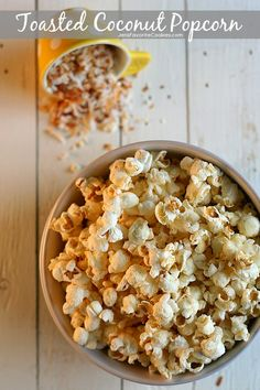 Toasted Coconut Popcorn from JensFavoriteCookies - this sweet popcorn feeds a crowd quickly and easily!