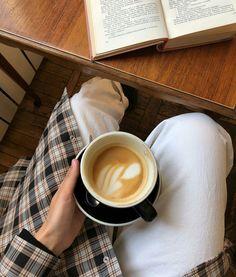 Coffee Is Life, My Coffee, Coffee Drinks, Coffee Shops, Coffee Date, Coffee Break, Coffee Shop Aesthetic, Coffee Pictures, Coffee Photography