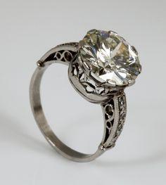Sortija+solitario+en+platino+con+diamantes,+talla+brillante,+color+L,+pureza+VVS1,+de+ca.+4,50+cts.